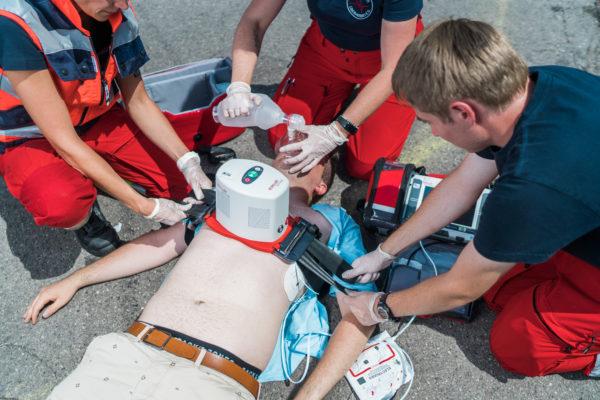Rettung einer reanimationspflichtigen Person aus dem dritten Obergeschoss
